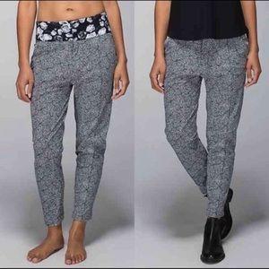 Lululemon departure flower pants size 6 like new